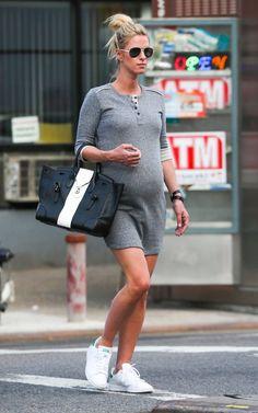 Pregnant Nicky Hilton (641×1024)