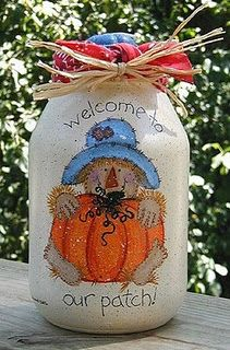 Autumn just isn't autumn without a cute scarecrow. If you don't have room for a scarecrow, or even the hay to create it, you can implement Mason jar crafts and make a Pumpkin Patch Painted Jar. Scarecrow Painting, Scarecrow Crafts, Fall Scarecrows, Scarecrow Ideas, Fall Halloween, Halloween Crafts, Halloween Decorations, Fall Decorations, Halloween Parties