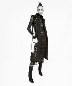 """Кампания """"Art of Fashion"""" Neiman Marcus собрала на одной съемочной площадке моделей Линдси Виксон (Lindsey Wixson) и Бинкс Уолтон (Binx Walton) и фотографа Эмму Саммертон (Emma Summerton)."""