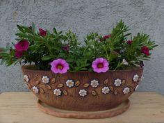 """Lodičkový truhlík ,,Romantic flower pink\""""/na obj. Balcony Garden, Garden Pots, Concrete Planters, Planter Pots, Romantic Flowers, Potted Plants, Ceramic Art, Terracotta, Projects To Try"""
