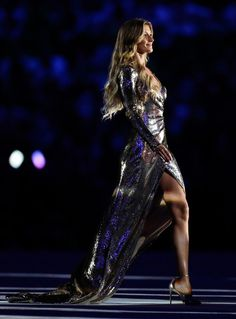 Gisele Bundchen Photos Photos - Supermodel Gisele Bundchen walks as The Girl From Ipanema during the Bossa segment during the Opening Ceremony of the Rio 2016 Olympic Games at Maracana Stadium on August 5, 2016 in Rio de Janeiro, Brazil. - Opening Ceremony 2016 Olympic Games - Olympics: Day 0