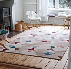 Logic or coincidence? Even though the combination of beige, pink and blue triangles might remind you of a tricky puzzle, this rug style definitely won't rattle your brain!