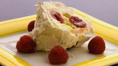 zesty lemon roulade with raspberries - from bbc food Lemon Meringue Roulade, Lemon Roulade, Raspberry Roulade, Dinner Party Desserts, Fun Desserts, Dessert Ideas, Raspberry Recipes, Gluten Free Treats, Delicious Fruit