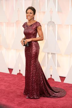 Robin Roberts hit a home run in this gorgeous garnet sequined gown. #Oscars #Oscars2015 #RedCarpet