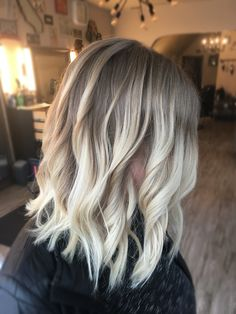 Natural Light Blonde Balayage / Hair Painting/ Natural Highlights / Olaplex/ hair ideas/ medium haircut / short haircut/ long bob/ cut and color