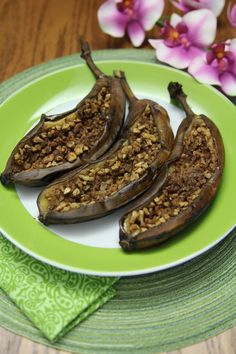 Can't wait until I reintroduce nuts back into my diet! Grug's Barbecued Stuffed Bananas—A Recipe Inspired by The Croods - The Paleo Mom Gluten Free Treats, Dairy Free Recipes, Whole Food Recipes, Healthy Recipes, Yummy Recipes, Paleo Dessert, Healthy Sweets, Dessert Recipes, Paleo Fruit