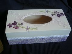 Las servilletas de mi alacena (pág. 110) | Aprender manualidades es facilisimo.com Decoupage Box, Decoupage Vintage, Tissue Box Covers, Tissue Boxes, Diy And Crafts, Arts And Crafts, Kleenex Box, Pretty Box, Jewellery Boxes