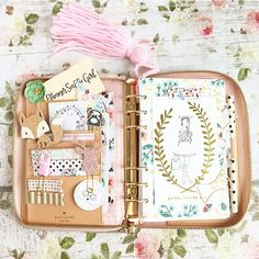 Find images and videos about ideas, planner and filofax on We Heart It - the app to get lost in what you love. Kikki K, Cute Planner, Happy Planner, Kate Spade Planner, Do It Yourself Design, Deco Rose, Kate Spade Rose Gold, Cute Stationery, Stationary