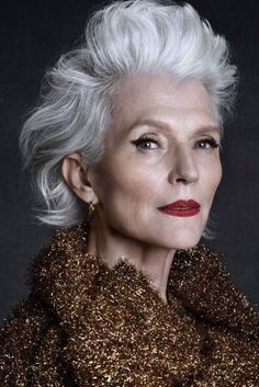 Beaux cheveux gris - Amazing Hair Ideas After 40 - # Maye Musk, Stylish Older Women, Silver Grey Hair, Gray Hair, Advanced Style, Img Models, Ageless Beauty, Aging Gracefully, Hair Inspiration