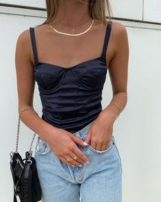 Fashion Tips Clothes .Fashion Tips Clothes Aesthetic Fashion, Aesthetic Clothes, Look Fashion, Fashion Outfits, Womens Fashion, Winter Fashion, Aesthetic Style, Teen Fashion, Fashion Tips