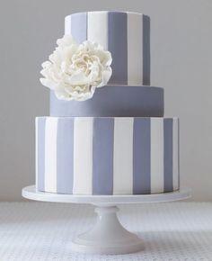 wedding cake / gâteau de mariage parme, minimaliste aves des rayures verticales