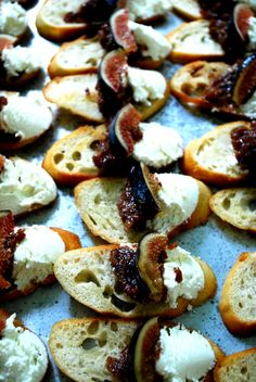 Fig n' goat cheese bruschetta #HudsonValley #catering #weddings
