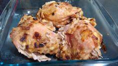 Sobrecoxa de frango assada com creme de cebola  muito fácil de fazer