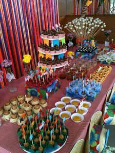 Mesa decorada para festa junina,