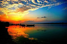Amazing sunsets to see in a lifetime. I have to see the sun set in Masai Mara, Kenya, just once Maldives Beach, Visit Maldives, Maldives Travel, Fly To Fiji, Summer Backgrounds, Amazing Sunsets, Green Landscape, Beautiful Sunrise, Big Sky