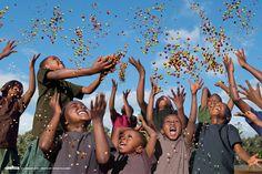 Dans une série de portraits des héros d'aujourd'hui, Steve McCurry nous présente sa collaboration avec Lavazza pour le calendrier 2015.