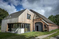 Oud en modern vinden elkaar in voormalige boerderij - Wonen&Co Holland, I Love House, Pitch Perfect, Shed, House Design, Outdoor Structures, Cabin, House Styles, Places