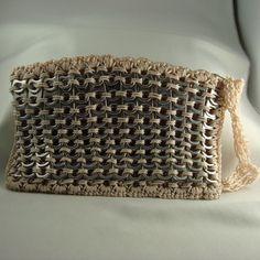 Crocheted pop-tab cremallera embrague con la correa de muñeca, de color beige   designsbysue - Bolsos y monederos en Art