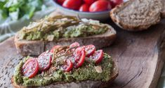 Avocado pesto sauce by Greek chef Akis Petretzikis! This pesto sauce is not only meant for pasta! Serve it as an appetizer with bruschetta or fresh vegetables! Avocado Pesto, Avocado Toast, Pesto Sauce, Great Appetizers, Fresh Vegetables, Bruschetta, Healthy Recipes, Healthy Food, Clean Eating