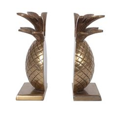 pineapple- the sign of hospitality... I want these! I love incorporating pineapples into home decor :)
