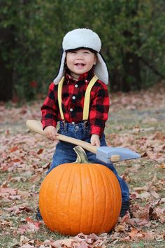 The best Halloween costume! Baby lumberjack!