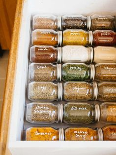 Einfache Organisation von Gewürzschubladen If you struggle to keep your spices organized and within easy reach, let my DIY spice drawer organization inspire you to take charge of that kitchen clutter. It's a simple, efficient, and attractive system for st Kitchen Organization Pantry, Spice Organization, Organized Pantry, Garden Organization, Organizing Ideas For Kitchen, Refrigerator Organization, Organisation Hacks, Pantry Storage, Storage For Spices