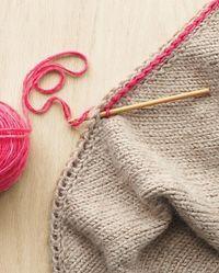 Crochet slip stitch through a YO edging for a gorgeous, two color edge! Tutorial ❁ Teresa Restegui http://www.pinterest.com/teretegui/ •✿