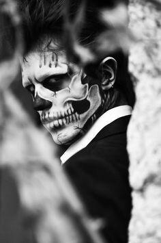 Halloween Makeup for Men - MagMent - Man Fashion Half Skull Makeup, Sugar Skull Makeup, Skeleton Makeup Half Face, Day Of The Dead Makeup Half Face, Devil Makeup, Male Makeup, Ghost Makeup, Sugar Skull Face Paint, Skeleton Face Paint