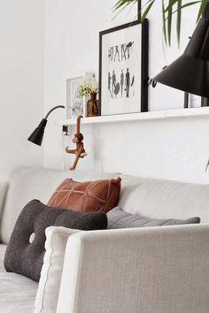 The monkey of Kay Bojesen, a cute deco icon to hang anywhere - Home Design & Interior Ideas Beautiful Interior Design, Beautiful Interiors, Scandinavian Interior, Interior Modern, Cool House Designs, Apartment Design, Home Living Room, Interior Inspiration, Interior Ideas