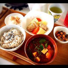 ・塩鶏じゃが ・豆煮 ・うずらの浅漬 ・三つ葉と豆腐の赤だし ・雑穀米 - 53件のもぐもぐ - 朝ごはん by chigka