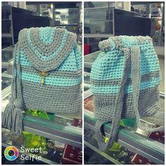 Bolso con cargaderas tejido en trapillo.. muy facil de realizar. Fashion, Trapillo, Tejidos, Moda, Fashion Styles, Fashion Illustrations