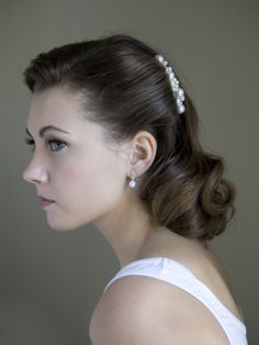 Vintage Hairstyles Gorgeous, simple makeup and hairdo by Beauty Call Wedding Hair and Makeup 1940s Hairstyles, Bride Hairstyles, Homecoming Hairstyles, Party Hairstyles, Hairdos, 1940s Wedding Hair, Hair Wedding, 1920s Hair, Wedding Vintage