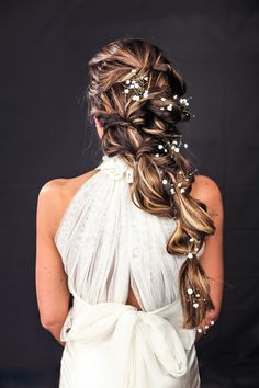 In case you missed this beauty in our November issue, here she is again. Hats off to the talented Samantha Rubino of who picked up the winning award for Best Bridal Creation at the Awards 2018 ? Wedding Show, Elope Wedding, Pretty Hairstyles, Wedding Hairstyles, Aaron Young, Alternative Bride, Great Lengths, Bathing Beauties, Wedding Styles