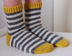 koukutettu's Raitasukat - Lilly is Love Diy Crochet And Knitting, Crochet Socks, Crochet Woman, Knitting Charts, Knitting Socks, Knitting Patterns, Bed Socks, Wool Socks, Striped Socks
