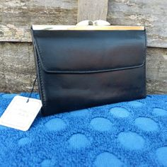 Womens Black Leather Purse Kiss Clasp Coin Compartment Cards Money ID Photo Nice #Taurus #CoinPurse