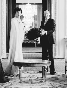 "Sherlock & Mycroft ""We are in Buckingham Palace, the heart of the British nation. Sherlock Holmes, put your trousers on!"" <---- Only found in Sherlock! Sherlock Holmes, Sherlock Fandom, Benedict Cumberbatch Sherlock, Sherlock John, Moriarty, Martin Freeman, Holmes Brothers, Vatican Cameos, Awkward Family Photos"