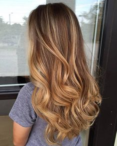 Here's Every Last Bit of Balayage Blonde Hair Color Inspiration You Need. balayage is a freehand painting technique, usually focusing on the top layer of hair, resulting in a more natural and dimensional approach to highlighting. Source by Blonde Hair Honey Caramel, Honey Balayage, Balayage Hair Caramel, Honey Hair, Balayage Hair Blonde, Caramel Highlights, Soft Balayage, Honey Colored Hair, Auburn Balayage