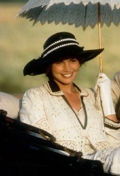 "Julia Ormond (4 January 1965; Epsom, Surrey, England, UK) Susannah Fincannon (Character) from ""Legends of the Fall"" (Leyendas de pasión) (1994)"