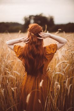 August is Golden - A Clothes Horse Outdoor Photography, Girl Photography, Creative Photography, Landscape Photography, Lily Evans, Wheat Fields, Foto Instagram, Foto Pose, Jolie Photo