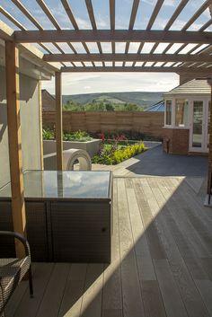 Contemporary pergola by Robert Hughes Garden Design