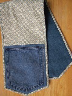 Oven mitts from upcycled jeans - Denim Diy Jean Crafts, Denim Crafts, Refaçonner Jean, Jean Bag, Artisanats Denim, Denim Purse, Denim Shorts, Jeans Recycling, Denim Ideas