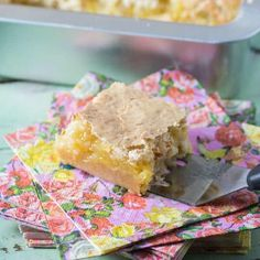 I love making dream bars and have made many for the site. They are easy to make, great to share for a crowd and always a hit. These Old-Fashioned Hawaiian Dream Bars are perfect for anytime of the year. Dessert Bars, Dessert Recipes, Desserts, Rhubarb Dream Bars, Yummy Treats, Sweet Treats, Chocolate Dreams, Cake Fillings, Chocolate Strawberries