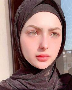 Beautiful Muslim Women, Beautiful Hijab, Beautiful Eyes, Hijabi Girl, Girl Hijab, Arab Girls, Muslim Girls, Sad Girl Photography, Hijab Makeup