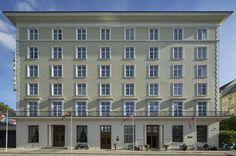 Grand Hotel Terminus - Historisk konferansehotell ved jernbanen i Bergen Warm Color Schemes, Green Armchair, Red Chandelier, Checkered Floors, Tinted Mirror, Bergen, Best Budget, Grand Hotel