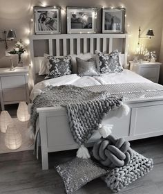 In diesem traumhaften Schlafzimmer in Grau und Silber sind lux… Glamorous Dreams! In this dreamlike bedroom in gray and silver are lux … Grey Room, Gray Bedroom, Lux Bedroom, Grey Bedroom Design, Trendy Bedroom, Bedroom Colors, Bedroom Inspo Grey, Glamorous Bedrooms, Romantic Bedroom Design