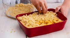 Como fazer crumble de maçã Fun Desserts, Delicious Desserts, Dessert Recipes, Vegetarian Recipes, Cooking Recipes, Healthy Recipes, Portuguese Desserts, Winter Food, Cooking Time