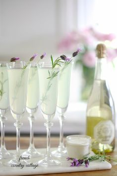 Summer Entertaining: The BEST simple Lavender Lemonade (and a video)