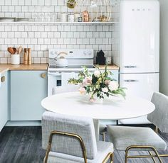 Loving this shot of our Wire Frame Dining Chairs in this retro-chic kitchen from 😍 Share your style with Interior Design Kitchen, Kitchen Decor, Kitchen Ideas, Kitchen Shop, Kitchen Designs, Kitchen Things, Kitchen Photos, Open Kitchen, Kitchen Inspiration