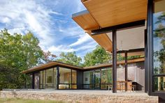 Contemporary US Lake House Defined by Openness and Transparency