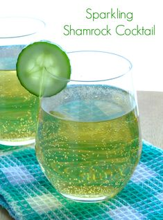 Sparkling Shamrock Cocktail Recipe - the perfect St Patrick's Day drink for those who can't stand green beer! | www.pinkrecipebox.com